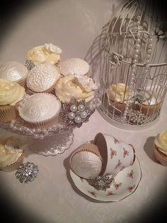 Vintage wedding cupcakes  ( different than the last cupcake posted and  made by the same person) )