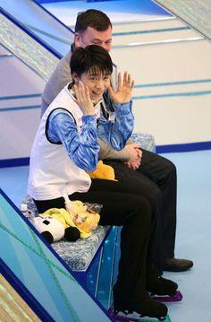 羽生「得点には驚きしか」/フィギュア - フィギュアニュース  <フィギュアスケート:グランプリ(GP)ファイナル>◇第1日◇5日◇マリンメッセ福岡   男子ショートプログラム(SP)で、羽生結弦(18=ANA)が、国際スケート連盟(ISU)公認大会で歴代世界最高の99・84をたたき出した。  http://www.nikkansports.com/sports/news/f-sp-tp0-20131205-1227488.html   4回転トーループを含めてジャンプにすべて成功。2位チャンに12・37点の差をつけて首位に立った。羽生は「ビックリした。得点には驚きしか出てこない。ジャンプがひとつひとつきれいに決まった」と話した。