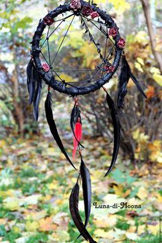 Diy Dream Catcher Black Etsy Ideas For 2019 Black Dream Catcher, Dream Catcher Art, Diy Tumblr, Grand Noir, Gothic, Rooster Feathers, Art Plastique, Wicca, Wind Chimes