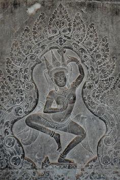 sculpture cambodgienne : bas-relief à  Angkor Vat, apsara, danseuse khmère, Pierre, danse                                                      …
