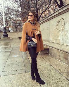 Depois de hibernar ontem nesse frio gostoso as 8pm e esquecer de postar o look 😂🙈 Aqui está! Capa caramelo, calça de couro, bota, mil blusas e uma camisa por cima para dar um charme né?! Sempre trago blusas quentes (e finas) com camisas bonitinhas para colocar por cima! O look é todo Zara, camisa @loubucca e bota @dumondriopreto ❄️❄️ • #deontem #lookdodia #lookoftheday #ootd #nyc #blogtrendalert