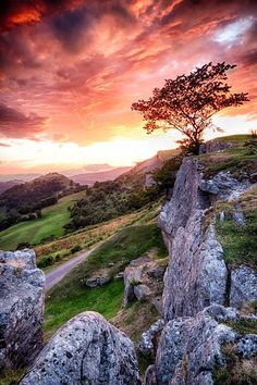 Llangollen Mountains, Wales-Bryn & Curran search for Affaraon All Nature, Amazing Nature, Beautiful World, Beautiful Images, Landscape Photography, Nature Photography, Scenic Photography, Aerial Photography, Night Photography