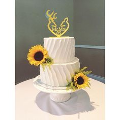 fabulous vancouver wedding Congratulations Kyla & Jordan! Thank you for not only letting celebrate your day with you, but for letting me create your wedding cake! ✨⭐️ #weddinglovesunflowers#desmazing2015 by @kellyanncreations  #vancouverwedding #vancouverweddingcake #vancouverwedding