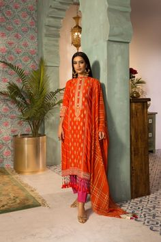 Latest Pakistani Dresses, Latest Pakistani Fashion, Latest Fashion Trends, Pakistani Girl, Pakistani Dress Design, Fashion Designers Names, Medium Size Shirt, Pastel Color Dress, Eid Dresses