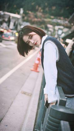 Ulzzang Korean Girl, Cute Korean Girl, China Girl, Street Style Summer, Chinese Actress, Girl Photography Poses, Hey Girl, Aesthetic Photo, Female Portrait