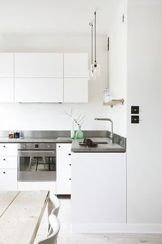 Just love this bright small apartment! FantasticFrank The post Stunning small Stockholm apartment appeared first on Daily Dream Decor. Home Decor Styles, Home Decor Accessories, Cheap Home Decor, Stil Inspiration, Interior Inspiration, Natural Home Decor, White Home Decor, Kitchen Interior, Kitchen Design