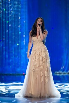 Idina singing Let It Go at the 2014 Oscars. <3