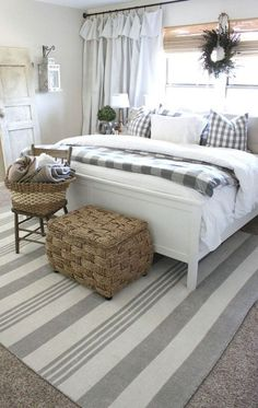 home decor bedroom 35 Good Urban Farmhouse Master Bedroom Makeover Ideas Home, Bedroom Makeover, Home Bedroom, Farmhouse Style Master Bedroom, Bedroom Inspirations, Chic Bedroom, Small Bedroom, Remodel Bedroom, Master Bedrooms Decor