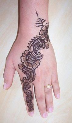 Shaded Mehndi. Backhand mehndi. #henna #henna tattoo