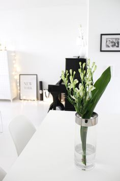 White interior | White bouquet