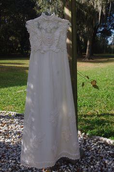 Antique Irish Wisteria Lace wedding gown. - $57