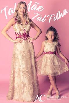 e46aa3707e Conjunto de dois vestidos de festa em renda coordenados tal mãe tal filha