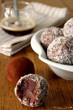 Cioccolatini morbidi al caffè Great Desserts, Mini Desserts, Cookie Desserts, Chocolate Desserts, Delicious Desserts, Coconut Recipes, Sweets Recipes, Christmas Food Gifts, Christmas Cookies