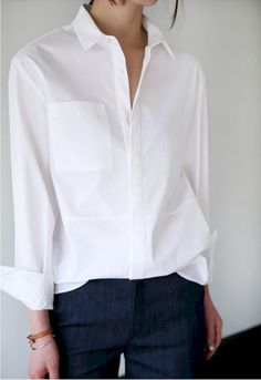 Cozy 45 Perfectly Chic Women's White Shirts Spring Summer Inspiration https://www.tukuoke.com/45-perfectly-chic-womens-white-shirts-spring-summer-inspiration-2450