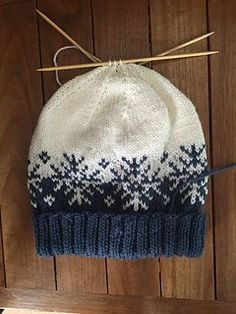 Winterstorm Hat – Knitting Pattern Knitting Pattern Benzer Modeller: Baby Hat – Free Knitting Pattern Knitting Pattern for Cable and Twists Afghan – Panels of beautiful, rich cables … Knitting Pattern – Hat Pattern –. Fair Isle Knitting Patterns, Knit Patterns, Stitch Patterns, Free Knitting, Baby Knitting, Knitting Daily, Baby Hat Knitting Pattern, Loom Knitting, Knitted Blankets