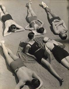 Swimwear models, 1930. Photo by George Hoyningen-Huene.