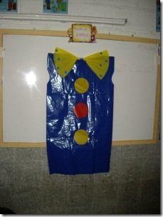payaso bolsa de plastico (1) disfraz http://www.multipapel.com/familia-material-para-disfraces-maquillaje-bolsas-de-color.htm