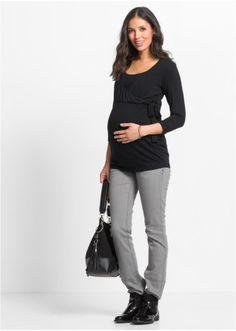 Jetzt anschauen: Těhotenské tričko s funkcí kojení. Během těhotenství je toto tričko s výstřihem do V velmi příjemné na nošená díky praktickému řasení po stranách a pohodlnému dolnímu lemu. Po porodu umožní vsadka na výstřihu snadné kojení. Viskózová látka se pohodlně lne k pokožce a přizpůsobuje se tělu.