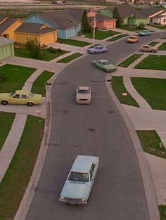 'Edward Scissorhands', directed by Tim Burton Aesthetic Vintage, Aesthetic Photo, Aesthetic Pictures, Summer Aesthetic, Tim Burton, Photo Wall Collage, Picture Wall, Photocollage, Design Set