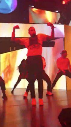 Chris Brown Music, Chris Brown X, Breezy Chris Brown, Chris Brown Videos, Chris Brown Pictures, Chris Brown Outfits, Chris Brown Wallpaper, Girl Workout, Black And White Photo Wall