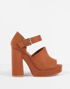 Pull&Bear - chaussures - tailles spéciales - chaussures talon bracelet cheville - cuir - 11460111-V2016