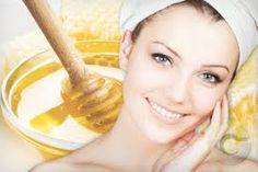 Find out how to make Easy Homemade Honey Face Masks. There are great honey face masks for normal to dry skin, for lightening, for acne and for sunburn treatment. Homemade Moisturizer, Moisturizer For Dry Skin, Getting Rid Of Freckles, Homemade Face Pack, Honey Face Mask, Best Natural Skin Care, Natural Beauty, Beauty Care, Honey