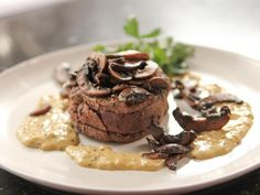 Filet Mignon with Mustard and Mushrooms Recipe from Ina Garten The Barefoot Contessa Creamed Mushrooms, Stuffed Mushrooms, Stuffed Peppers, Beef Recipes, Cooking Recipes, Filet Recipes, Top Recipes, Food Network Canada, Beef Dishes
