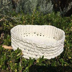 Corbeille en porcelaine. Brigitte Morel
