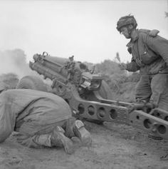 Airborne troops engage the enemy on the outskirts of Arnhem with a 75 mm gun, 19 September 1944 Operation Market Garden, British Uniforms, War Image, Paratrooper, British Army, Vietnam War, Armed Forces, World War Two, Warfare