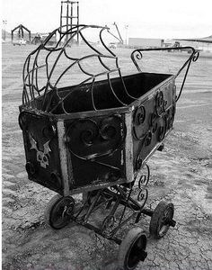Oh My Goth, can we take a moment to appreciate this spooky coffin baby carriage ⚰️🖤🥀