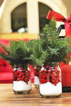 42 Simple Holiday Centerpiece Ideas ★ Amazing Holiday Centerpiece Ideas picture 2 ★ See more: http://glaminati.com/simple-holiday-centerpiece-ideas/ #christmas #christmasdecor #centerpiece