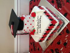 Cap and no gown grad cake. Cake made by Misti Short Cakes. Find us on . - Tendance et Populaire Cupcake Cakes, Cupcakes, Grad Parties, Cake Art, Holidays And Events, How To Make Cake, Party Planning, Good Times, Projects To Try
