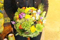 FUGA FLOWER<フーガ フラワー>では、季節のお花を使ったアレンジメントやブーケなど、ひとつひとつがすべてオーダーメイド。 ショップのオープン記念や、発表会などお花を贈りたいときにも素敵なお花を用意してくれます。 Flowers, Royal Icing Flowers, Flower, Florals, Floral, Blossoms
