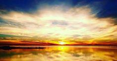 Life is a journey. for 2 month..It was greatful time. with my soulmates...for my country...for my friends for my family ...for my life.  どれだけ激動の日々があっても、ちゃんと太陽は昇り、そして沈み、一日を教えてくれます。太陽の光ってホッとする。 もっともっとこの地球に溶け込みたい。自然の中生きる動物たちが心を開いてくれる瞬間はとてつもない幸せを感じる。 私は、あまり動物園や水族館が好きじゃない。ガラスのむこうの子達の哀しみを感じることがあるから。 自分たちの住む世界から引き離され、連れてこられて、この広く広く広がる海という世界から引き離され、人間たちの元へ連れてこられる。彼らにも心がある。優しくて、ピュアで。だから引き離される瞬間、彼らは泣くんだ。 ありのままの自然で生きる彼等が好き。大好き。愛に溢れた彼等が。 #world#世界 #地球 #lifeisajourney #earth #loveearth #losangeles…
