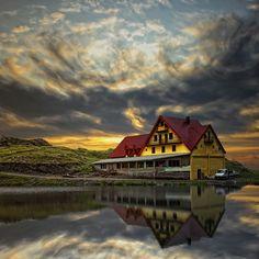 Lacul Bâlea (via Balea Lake, Romania: - PixoHub) Wonderful Places, Beautiful Places, Heavenly Places, Places To Travel, Places To See, Places Around The World, Around The Worlds, Central Europe, Bucharest