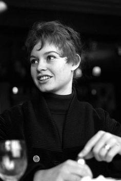 【ELLE】1955年|見たことある? ブリジット・バルドーの知られざるレア写真を大公開!|エル・オンライン