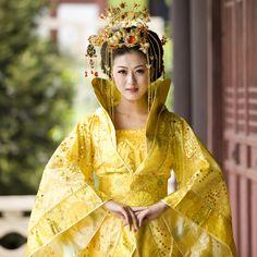 Golden Hanfu Queen