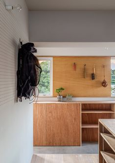 Image 7 of 20 from gallery of House in Chofu / SNARK. Photograph by Ippei Shinzawa Interior Architecture, Interior And Exterior, Interior Design, Shelving Design, Kabine, Dream Apartment, Elegant Homes, Kitchen Interior, Room Decor