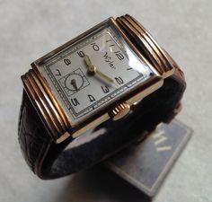 WYLER mannen horloge met vat-vormige zaak - vintage medio-60s - buitengewone staat van bewaring  Zeldzame Wyler (Vetta) historische item uit de jaren 1960 perfect bewaard en gewoon schoongemaakt.Serienummer: 2531201.RGP (Rolled Gold Plating) = geval wel met inlagen van 10 kt goud (Zie de inscriptie op de zaak terug).Stalen kast terug.Vat-vormige behuizing 21 mm (excl. kroon) x 31 mm hoogte te meten.Originele champagne-kleurige wijzerplaat van de jaren 1960 en perfect bewaard.Zwitsers…