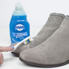 How to get jeans stains out of suede shoes - Cleaning Clean Suede Boots, How To Clean Suede, Clean Shoes, Suede Sneakers, Suede Shoes, On Shoes, Leather Shoes, Puma Suede, Deep Cleaning Tips
