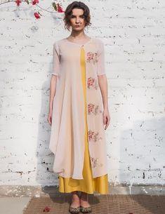 43 ideas fashion casual mom jackets for 2019 Indian Attire, Indian Ethnic Wear, Kurti Patterns, Dress Patterns, India Fashion, Ethnic Fashion, Trendy Fashion, Kurta Designs, Blouse Designs