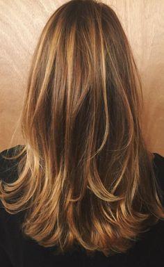 The Cinnamon Swirls Hair: Die neueste ultra-trendige Farbe Girl Scouts Blonde Hair With Highlights, Brown Blonde Hair, Cinnamon Hair Colors, Hair Color Caramel, Light Caramel Hair, Jennifer Aniston Hair, Medium Hair Styles, Long Hair Styles, Honey Hair