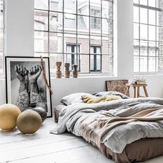 Bed-on-floor #hacks that are SO not college. See them all on domino.com! (link in bio) #interiorinspo