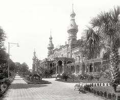 "Florida circa 1900. ""Tampa Bay Hotel."" A 500-room resort opened in 1891 by steamship and railroad magnate Henry Plant, now home to the Henry B. Plant Museum on the University of Tampa campus.  Shorpy Historic Picture Archive"