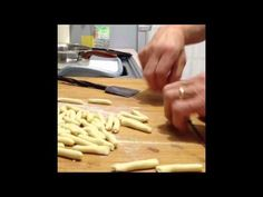Strascinati Innamorati: orecchiette maccheroni e troccoli del Gargano fatti a mano! - YouTube