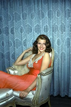 The great actrees #RitaHayworth it in an old #Photo of the classic films of #Hollywood ...