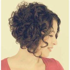 No início pensei em não postar, já que não curto muito essas fotos carregadas em efeito.  Mas gente, não podia deixar de compartilhar essa inspiração com vcs: pára e admira!  Chanel lindo pra um cabelo lindamente cacheado.  Gostaram?