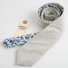 1950s Necktie.  I have the blue fabric in red. I should make some ties.