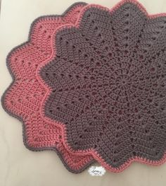 Crochet sunflower doily / Lace / Yellow with black or brown / inches cm), Crochet Placemats, Crochet Doily Patterns, Crochet Motif, Crochet Designs, Crochet Doilies, Knitting Patterns Free, Crochet Flowers, Crochet Stitches, Crochet Home