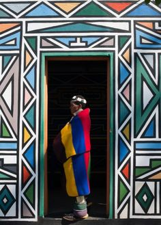 Selvedge Newsletter Designs of the Ndebele people of South Africa African Tribal Patterns, African Art, Safari Tattoo, Mask Draw, South Africa Art, Mural Painting, Aboriginal Art, Art Sketchbook, Metropolitan Museum
